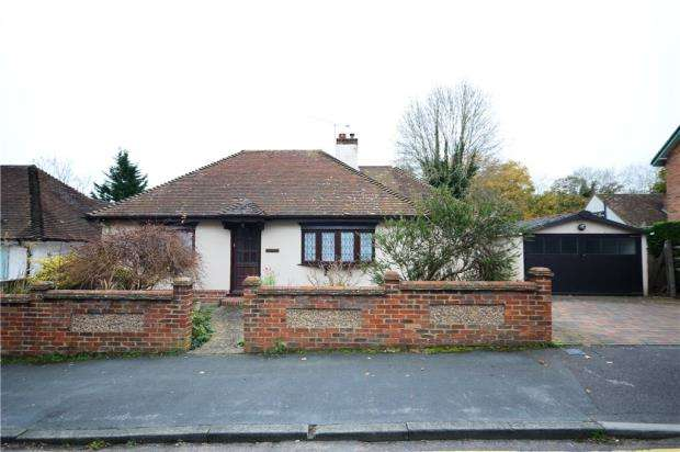2 Bedrooms Detached Bungalow for sale in Hale Reeds, Farnham, Surrey