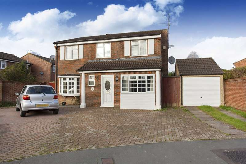 4 Bedrooms Detached House for sale in Groombridge Way, Horsham