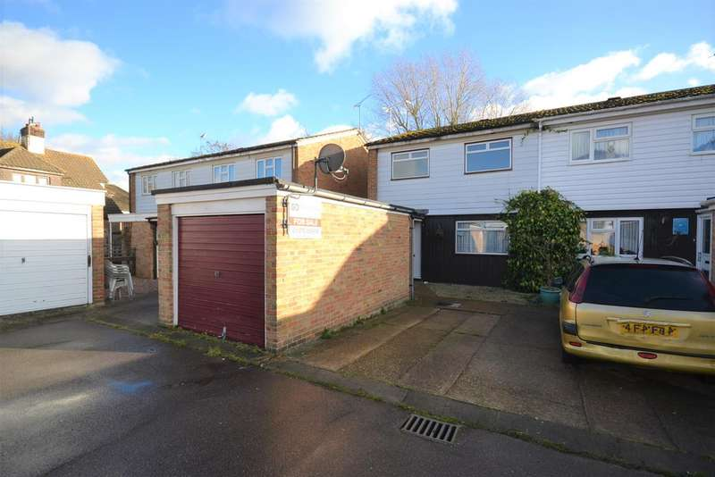 3 Bedrooms Semi Detached House for sale in Gideons Way, Stanford-Le-Hope