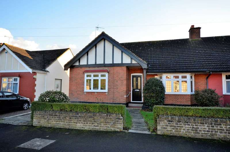 2 Bedrooms Semi Detached House for rent in Cedar Gardens, Upminster