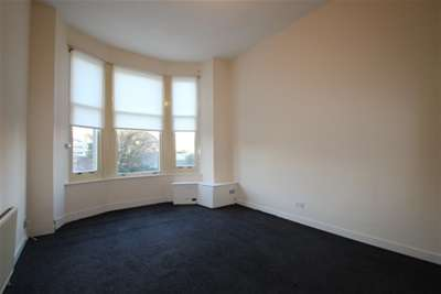 2 Bedrooms Flat for rent in Canal Street, Paisley