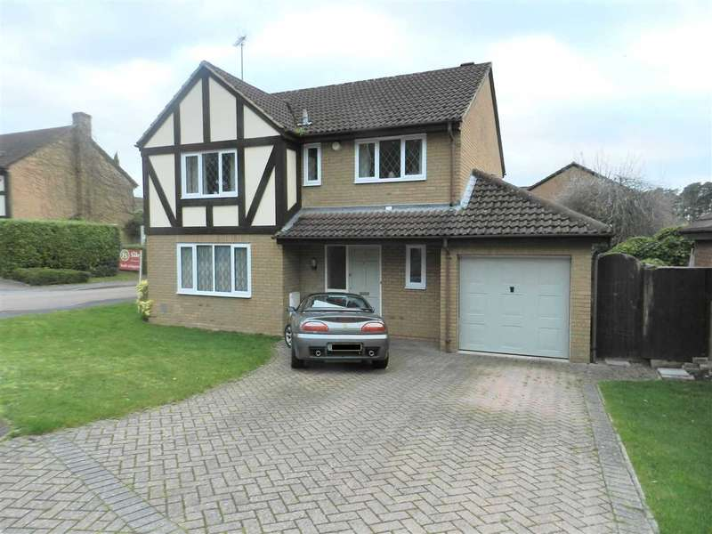 4 Bedrooms Detached House for sale in Hollyhook Close, Heathlake Park, Crowthorne