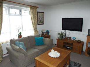 2 Bedrooms Flat for sale in Margaret Street, Folkestone, Kent, England
