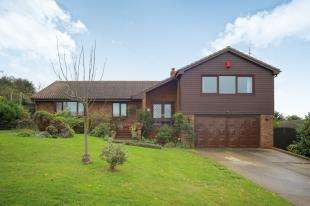 5 Bedrooms Bungalow for sale in Southsea Avenue, Minster, Sheerness, Kent