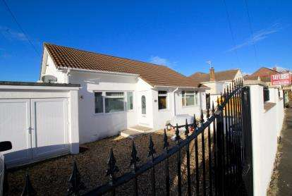 4 Bedrooms Bungalow for sale in Wingfield Road, Lower Knowle, Bristol