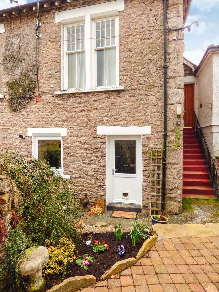 2 Bedrooms Flat for sale in The Cells, off High Street, Kirkby Stephen
