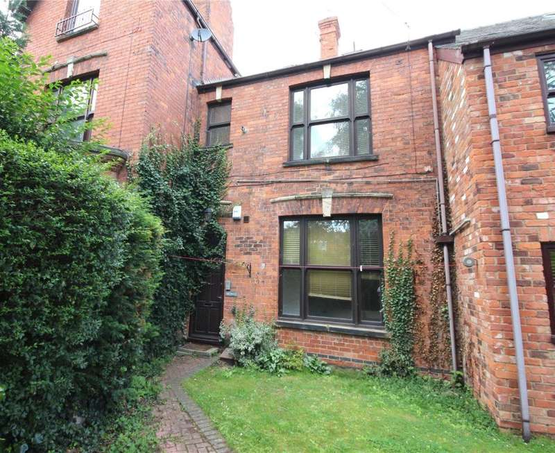 2 Bedrooms Maisonette Flat for sale in The Hollies, Abbey Park Road, Grimsby, North East Lincolnshire, DN32 0HS