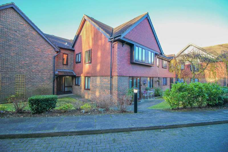 2 Bedrooms Flat for sale in The Gables, Ransom Close, Oxhey