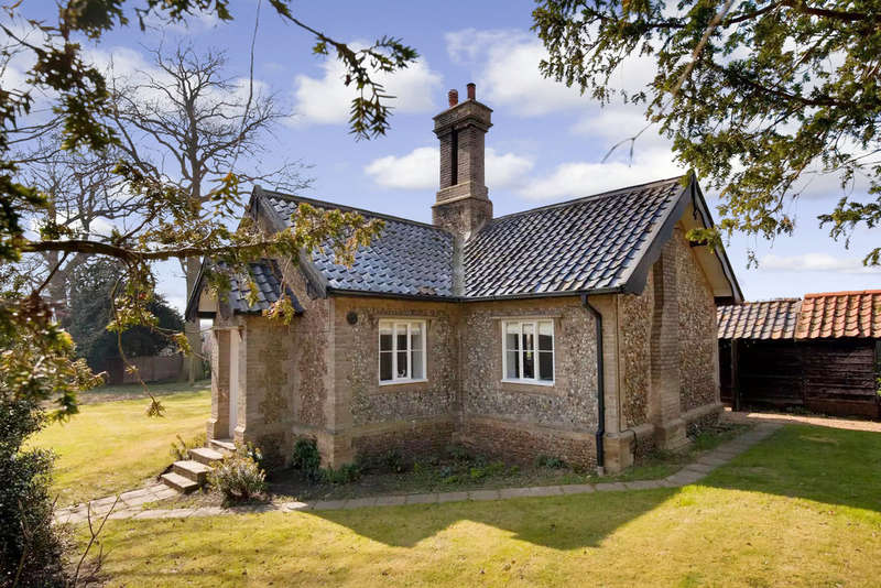 3 Bedrooms Detached House for sale in Church Hill, Starston