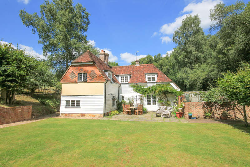 3 Bedrooms Detached House for sale in Chuck Hatch, Hartfield