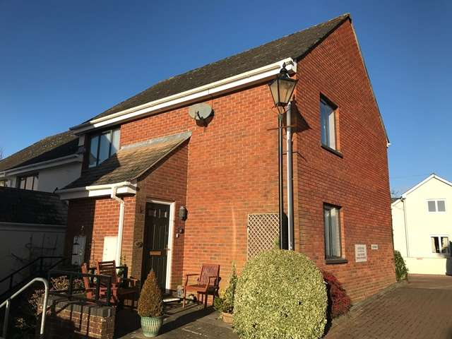 2 Bedrooms Retirement Property for sale in Kings Gardens, Kerslake Court, Honiton