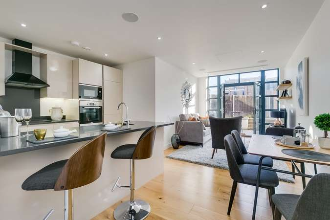 2 Bedrooms Flat for sale in Linen House, Short Road, Chiswick