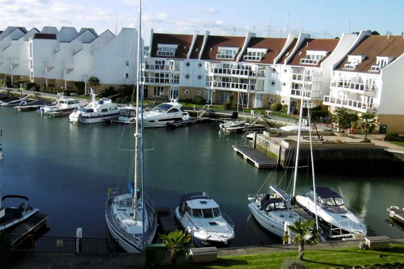 3 Bedrooms Flat for rent in Moriconium Quay, Lake Avenue, Poole