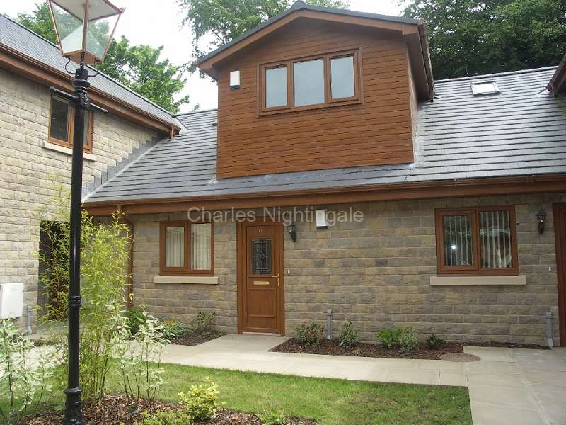 2 Bedrooms Apartment Flat for sale in Falinge Manor Mews, Rochdale, Greater Manchester. OL12 6RU
