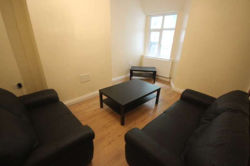 4 Bedrooms House for rent in Kingswood Road, Fallowfield, Manchester M14 6RZ