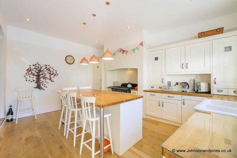 3 Bedrooms Terraced House for sale in Guildford Road, Chertsey