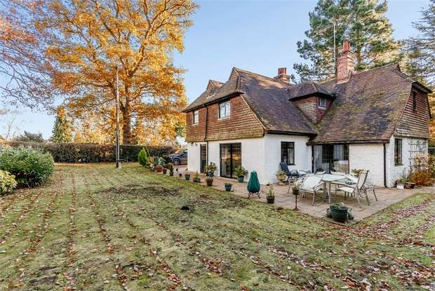 4 Bedrooms Detached House for sale in Munstead Heath Road, Godalming, Surrey