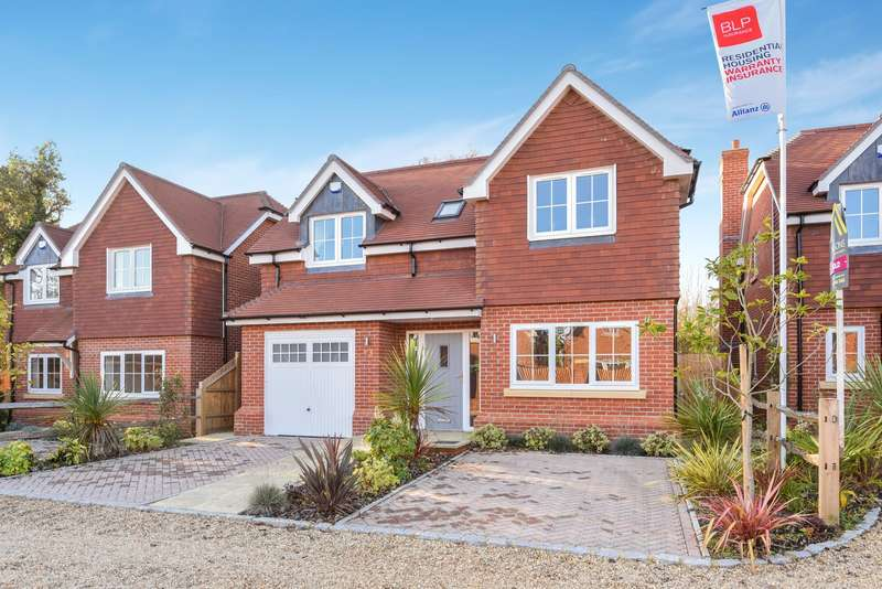 4 Bedrooms Detached House for sale in Tokers Green