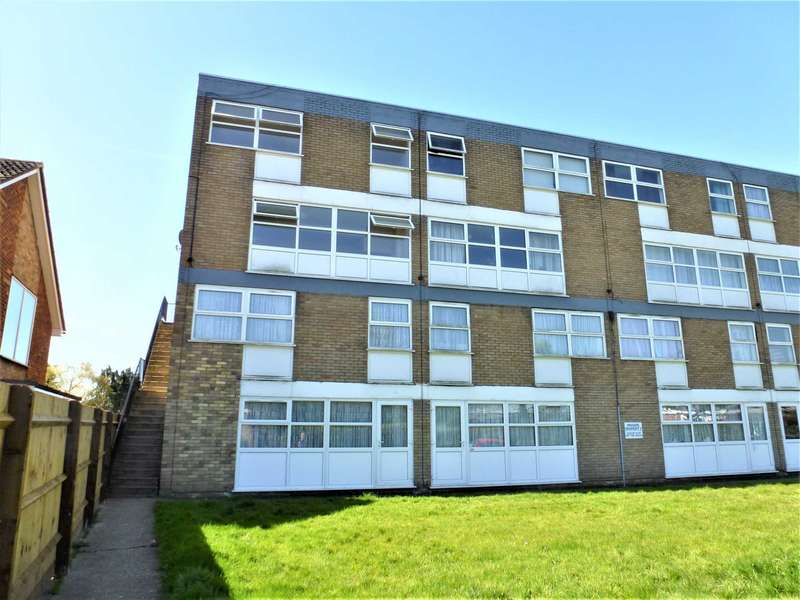 3 Bedrooms Duplex Flat for rent in Broughton Avenue, Aylesbury *REDUCED REFERENCING FEES*