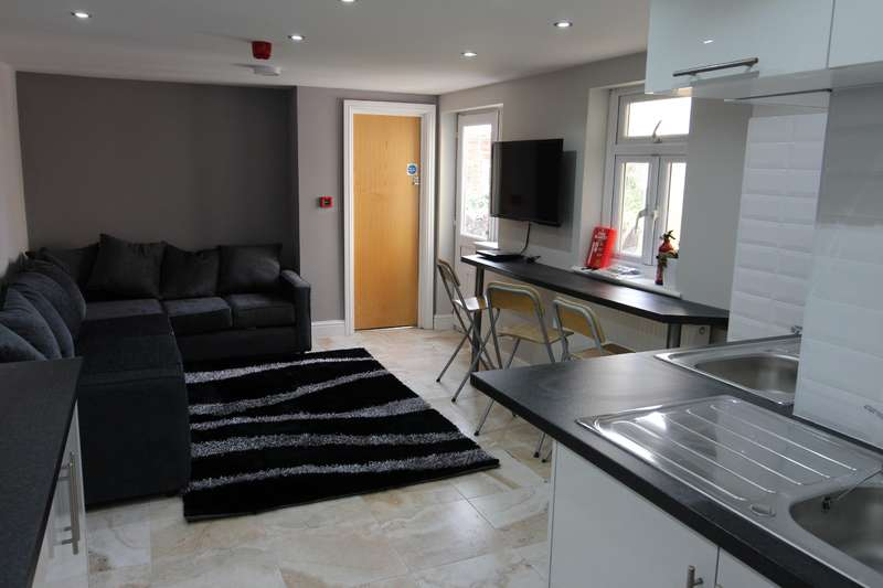 8 Bedrooms House for rent in Merthyr Street, Cathays, Cardiff