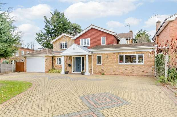 5 Bedrooms Detached House for sale in Heathfield Road, Bushey, Hertfordshire