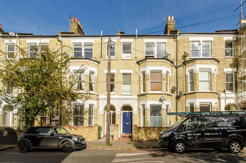 2 Bedrooms Flat for sale in Sandmere Road, Clapham North, SW4