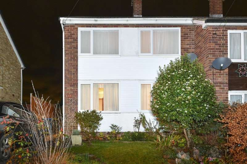 3 Bedrooms Semi Detached House for sale in Freemantle Road, Rugby, Warwickshire, CV22