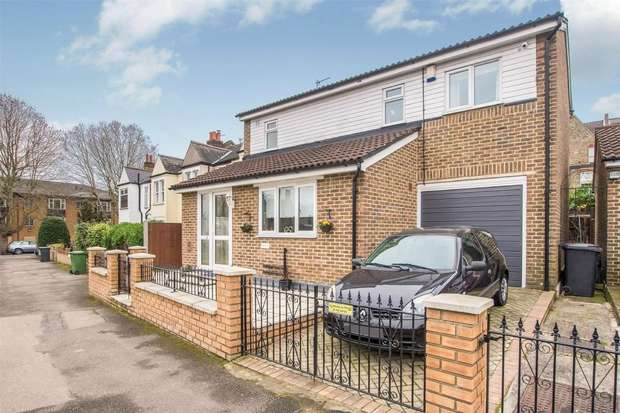 3 Bedrooms Detached House for sale in Adamsrill Road, Lower Sydenham, London