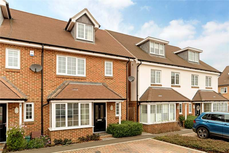 3 Bedrooms Semi Detached House for sale in Waterbrook Place, Godalming, Surrey, GU7