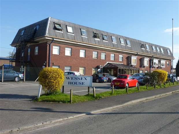 Office Commercial for rent in Station Road