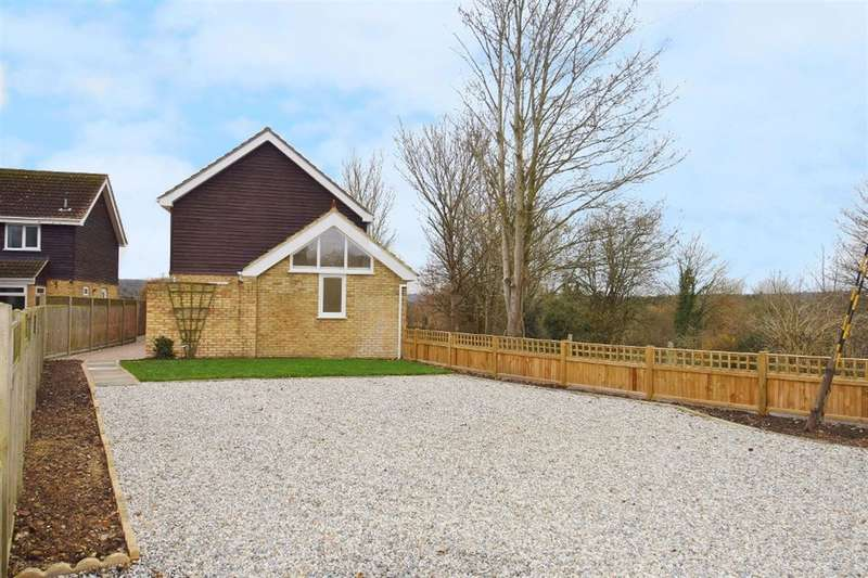 4 Bedrooms Detached House for sale in Shalmsford Street, Chartham, Canterbury