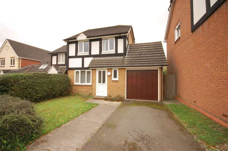 3 Bedrooms Semi Detached House for sale in Redwood Drive, Aylesbury, HP21