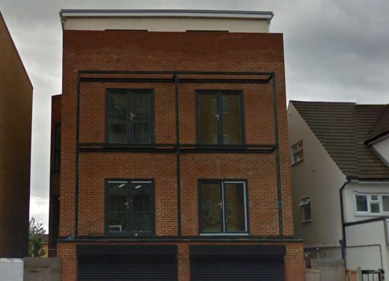 2 Bedrooms Flat for sale in High Street, Slough, SL1