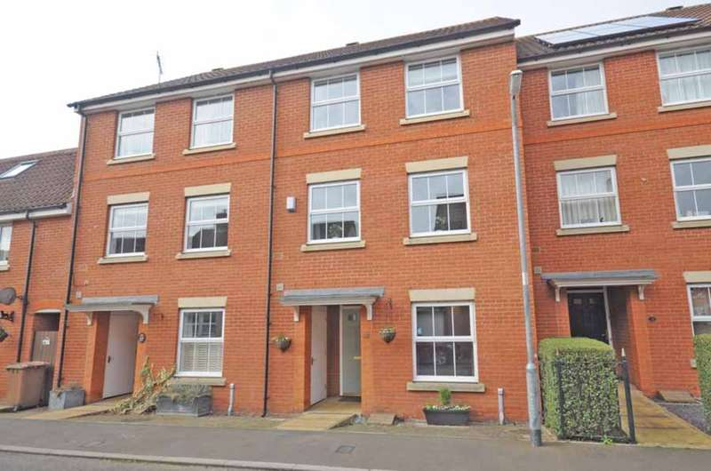 4 Bedrooms Town House for sale in Fayrewood Drive, Great Leighs, Chelmsford, CM3