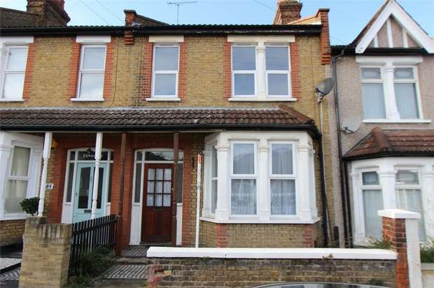 3 Bedrooms Terraced House for rent in Macdonald Avenue, WESTCLIFF-ON-SEA, Essex