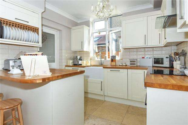3 Bedrooms Semi Detached House for sale in Dedworth Road, Windsor, Berkshire