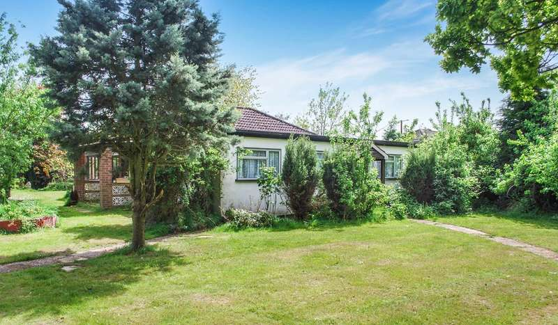 3 Bedrooms Detached Bungalow for sale in The Bungalows, West Tofts