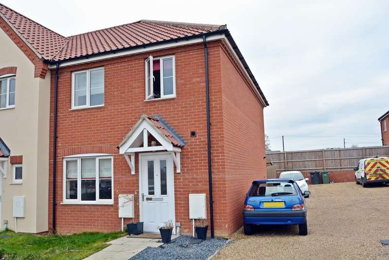 3 Bedrooms Semi Detached House for sale in Long Meadow, Roydon