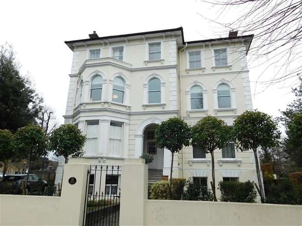 2 Bedrooms Flat for rent in Palace Road, Kingston Upon Thames