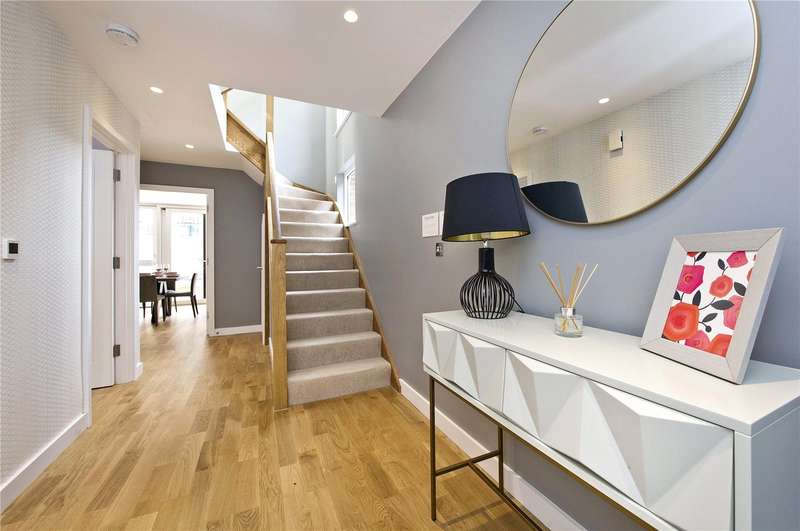 3 Bedrooms Terraced House for sale in Clapham Road, London, SW9