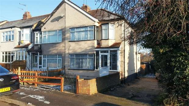3 Bedrooms Semi Detached House for sale in Faircross Avenue, Romford, Essex