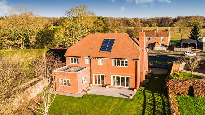 5 Bedrooms Detached House for sale in Bix, Henley-On-Thames, RG9