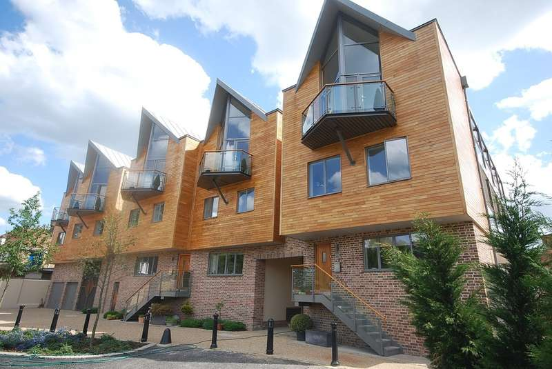 2 Bedrooms Detached House for rent in Hertford