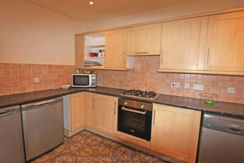 3 Bedrooms Terraced House for sale in Manchester Court, Garvary Road, Canning Town, E16