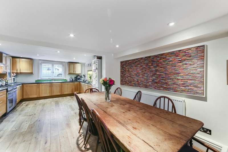 4 Bedrooms Semi Detached House for rent in Harley Grove, London E3