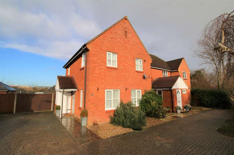 2 Bedrooms Semi Detached House for sale in Waterlily Close, Rosebanks, Basingstoke, RG21