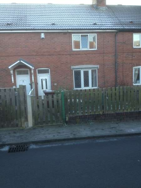 3 Bedrooms Terraced House for rent in Newstead Drive, Pontefract, West Yorkshire, WF9