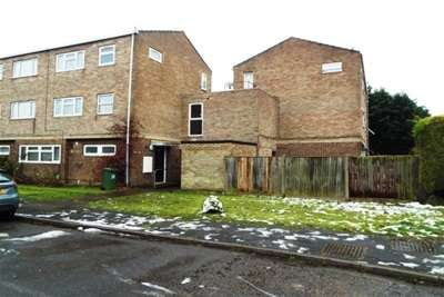 2 Bedrooms Maisonette Flat for rent in Close to town centre