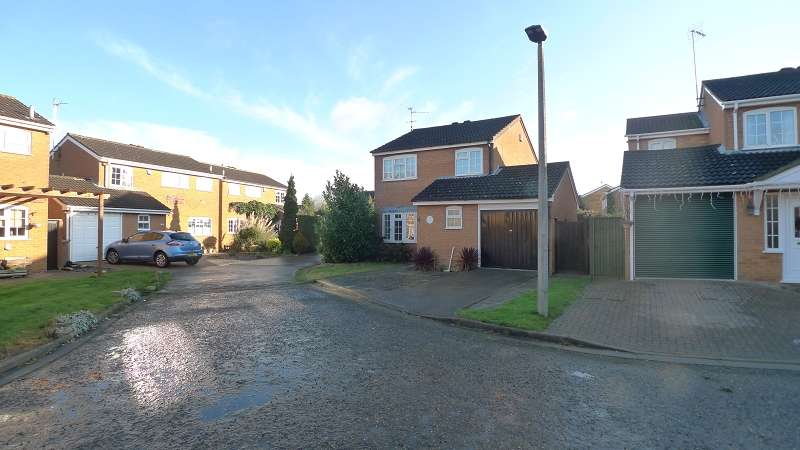 3 Bedrooms Detached House for rent in Dunsberry , Peterborough, Cambridgeshire. PE3 8LB