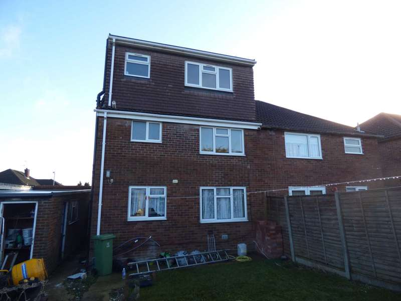 5 Bedrooms Semi Detached House for rent in Hayhurst Road, Luton